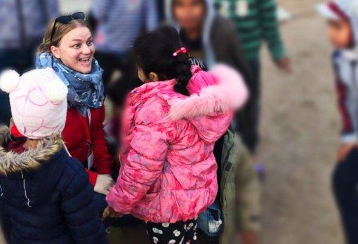 """Pabėgėlių stovyklose savanoriaujanti Aistė: """"Žmogiškumas ir noras padėti visada nugali baimę"""""""
