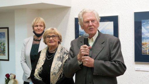Iš Šiaulių rajono kilęs akvarelės meistras Antanas Visockis su žmona Aldona atidarė jubiliejinę parodą