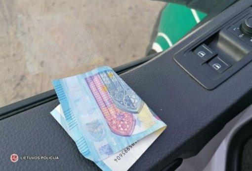 Bandė papirkti Tauragės policijos pareigūnus: pasiūlė 20-ies eurų kyšį