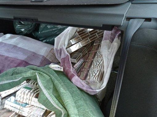 Vilniuje ir Tauragėje pasieniečiai sulaikė daugiau kaip 8 tūkstančius pakelių cigarečių
