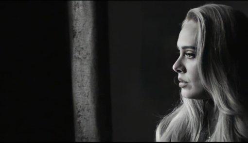 Po 6 metų pertraukos britų muzikos atlikėja Adele sugrįžo: pristatė jaudinančią naują dainą