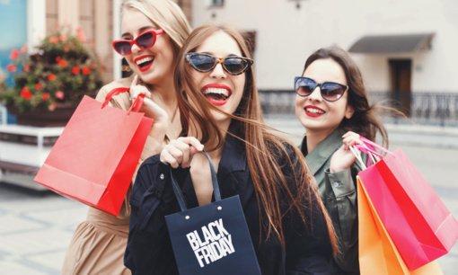 """Kodėl per """"Juodąjį penktadienį"""" verta apsipirkti internetu?"""