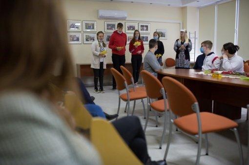 """""""Saulėtekio"""" gimnazijoje pagerbtas poeto V. Mačernio atminimas"""