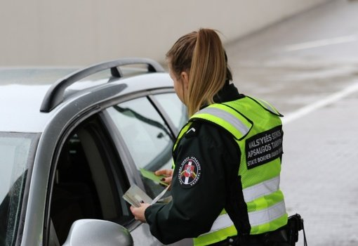 Vilniaus rajono gyventojas pasieniečiams įkliuvo pateikęs, įtariama, padirbtą vairuotojo pažymėjimą