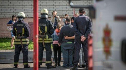 """Kauno ugniagesiai gelbėtojai sugrįžta su akcija """"Gyvenkime saugiai"""": patarimai kaip išvengti nelaimės namuose"""
