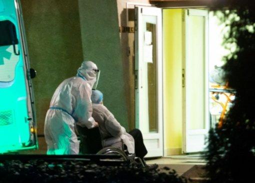 Teismas priteisė Panevėžio ligoninei daliai medikų išmokėti priedus už darbą per pandemiją