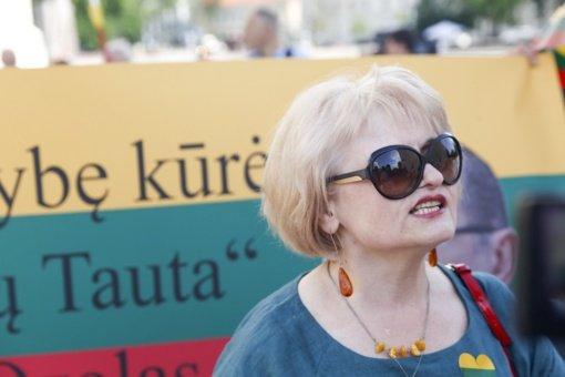 Į A. Astrauskaitės mitingą prieš pandemijos valdymą Vilniuje susirinko per 150 žmonių