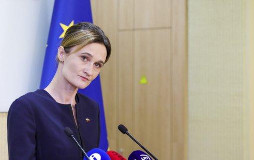 """V. Čmilytė-Nielsen: arba liekame """"mindžiukuoti"""", arba skiepijamės ir einame normalaus gyvenimo keliu"""