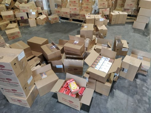 Baltarusiškos bulvių košės siuntoje muitininkai aptiko beveik 0,5 mln. eurų vertės cigarečių kontrabandą
