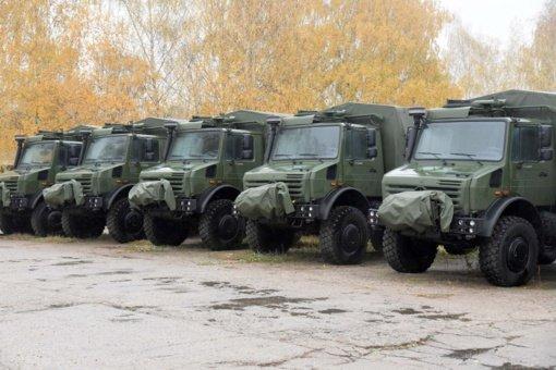 """Lietuvos kariuomenei perduoti dar 42 nauji vokiški sunkvežimiai """"Unimog"""""""