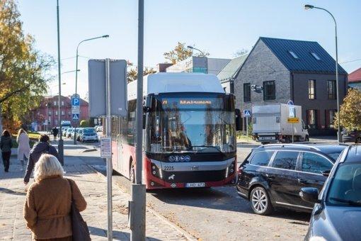 Panevėžyje autobusų stotelės virsta automobilių stovėjimo aikštelėmis