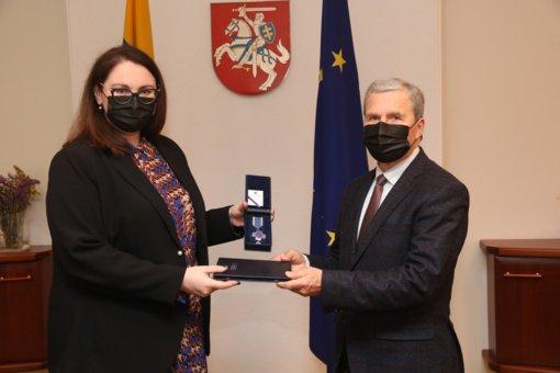 Konstitucijos dienos išvakarėse pagerbtas prie jos kūrimo prisidėjęs prof. V. Sinkevičius