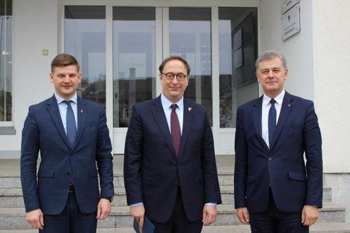 Ketvirtadienį Telšiuose su oficialiu vizitu lankosi JAV Ambasadorius Lietuvoje Robert S. Gilchrist
