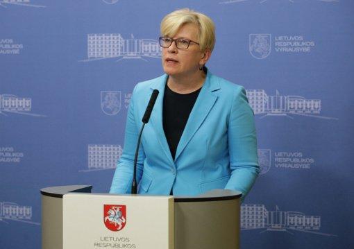 Premjerė G. Nausėdos įtarimų dėl sulėtėjusių skiepijimo tempų nekomentuoja: iš pagarbos Prezidento institucijai