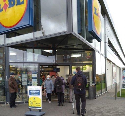 Pasikeitusi tvarka: chaosas ir eilės prie parduotuvių