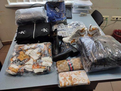 Kaune muitininkai sulaikė, įtariama, garsių prekių ženklų klastočių siuntą