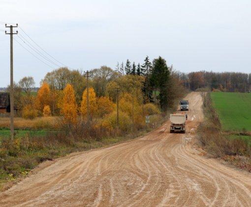 Aistros dėl asfalto netyla: Gilvyčių gyventojai viešai kreipėsi į Kelių direkciją