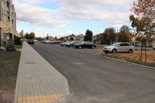 Rekonstruotų automobilių stovėjimo aikštelių prie Marijampolės daugiabučių – dar daugiau
