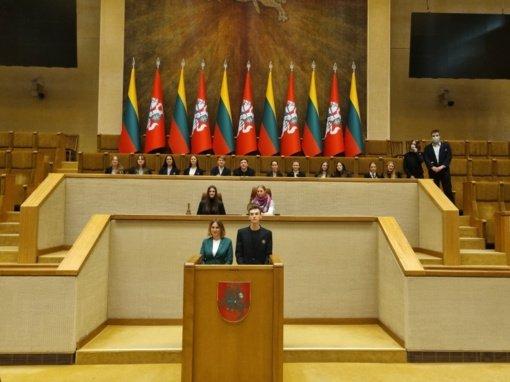 Simno gimnazijos mokinių taryba – edukacinėje pamokoje Lietuvos Respublikos Seime