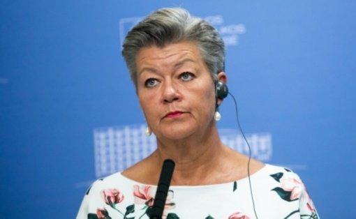 Eurokomisarė giria Lietuvą už skaidrumą tvarkantis su migrantais, nors neatmeta pažeidimų