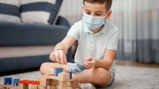 Ar kaukių dėvėjimas kenkia vaikų emocinei raidai: atsako mokslininkai