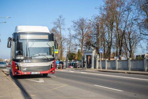 Visų Šventųjų ir Vėlinių dienomis Panevėžyje autobusai keleivius į kapines veš nemokamai