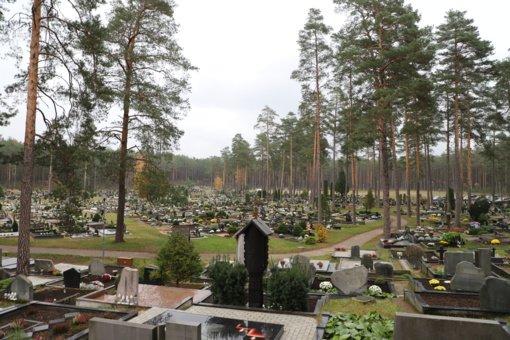 Atminimo žvakeles uždekite saugiai: rasti artimųjų kapus padės skaitmeninė sistema