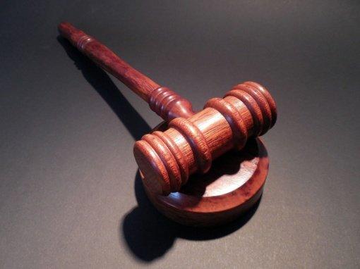 Teismas Kretingos psichikos sveikatos centrui bei buvusiai jo vadovei skyrė baudas už padarytą turtinę žalą