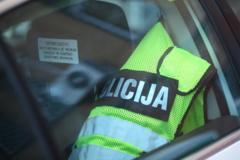 Neblaivus policijos pareigūnas apgadino automobilį