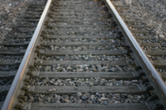 Joniškio rajone traukinys susidūrė su automobiliu