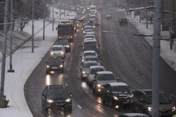 Naktį eismo sąlygas sunkins pustymas