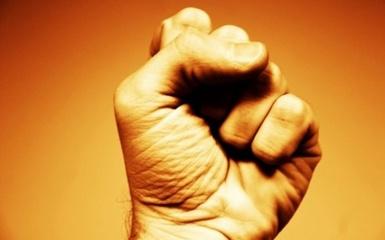 Pasvalio rajone vyras smurtavo prieš savo motinos sugyventinį