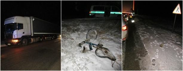 Telšių rajone sunkvežimis partrenkė neblaivų dviratininką