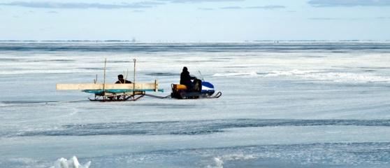Kuršių marių ledas poledinės žūklės mėgėjams ne visur saugus