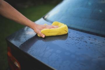 Automobilių plovimo ypatybės: kur gresia bauda, o kur savaitgalį automobilio nenusiplausite?