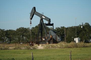 Analitikai: geopolitinė įtampa toliau augina naftos kainas