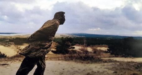 Nidoje atidengiama skulptūra prancūzų filosofui J. P. Sartre'ui