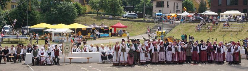 """Tarptautinis folkloro festivalis """"Saulelė raudona"""" ir regioninė dainų šventė Plungėje užbūrė"""