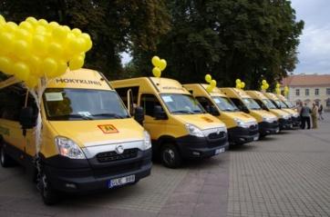 Nupirkti mokykliniai autobusai paskirti savivaldybėms