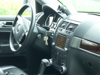 Avarija kelyje Klaipėda – Palanga: automobilis nulėkė nuo kelio ir vertėsi