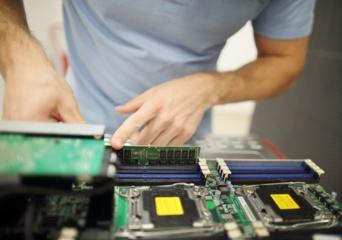 """""""BaCloud"""" ekspertai – apie dedikuotus serverius,  spartųjį NVMe diską ir technologijų ateitį"""