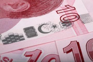 Analitikai: silpnėjanti lira neigiamai paveikė ir eurą