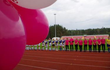 Meilę futbolui prisiekė 100 moterų