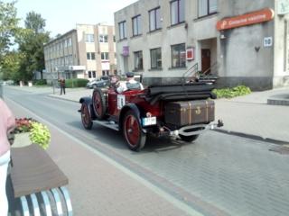 Iš kur retro automobilių savininkai gauna senovinių padangų?