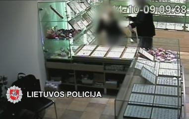 Ginkluotas juvelyrikos parduotuvės Plungėje apiplėšimas atskleistas (vaizdo įrašas)