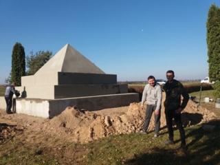 Restauruojamas paminklas Lietuvos nepriklausomybės kovoje pirmam žuvusiam kariui savanoriui Povilui Lukšiui