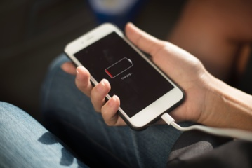 4 mitai apie baterijų įkrovimą, kuriais greičiausiai tikite