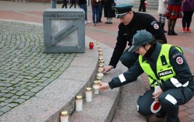 Už žuvusiuosius eismo įvykiuose uždegtos žvakutės