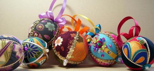 """Lapkričio 27 d. """"Kūrybinės dirbtuvės"""" – kimekomi kalėdinių kamuoliukų gaminimas"""