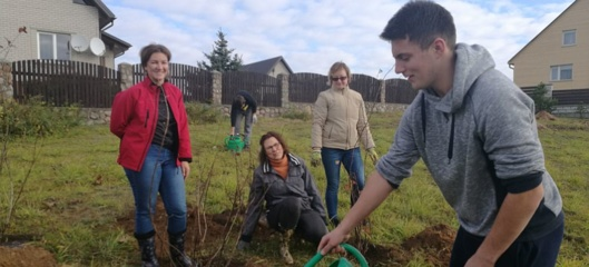 Žaizdrių gyvenvietės bendruomenė apželdino vaikų žaidimų aikštelę ir poilsio zoną